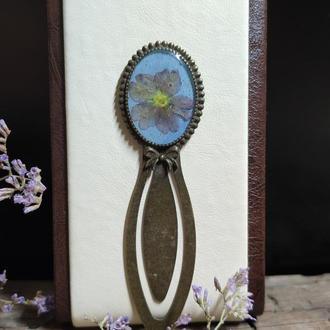 Закладка для книг с натуральными цветами в ювелирной смоле.