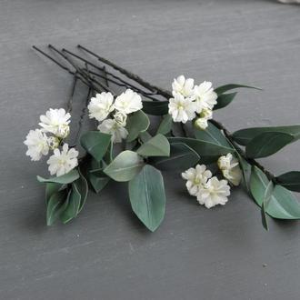 Набор шпилек с эвкалиптом и маленькими цветами гипсофилы