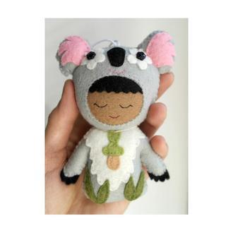 объёмная  игрушка на коляску - малыш коала