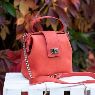 Кожаная сумка-саквояж «София» в красном цвете
