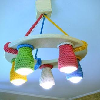 Деревянная люстра для детской комнаты с цветными плафонами, детский светильник из дерева