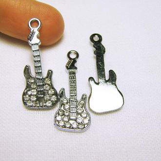 Подвеска металлическая со стразами Гитара для изготовления украшений.