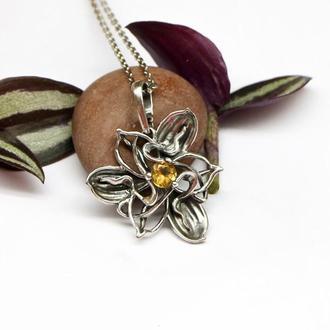 Кулон Цветок с натуральным хризолитом, серебро 925 пробы