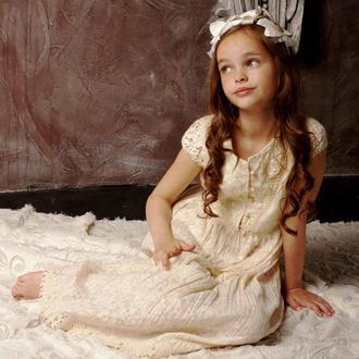 Эксклюзивное платье от дизайнера из французского батиста с кружевами