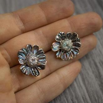 Серьги «ромашки» из серебра 925 с радужным патинированием