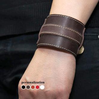 Коричневый широкий прошитый кожаный браслет с тонкой полосой код 6330ст