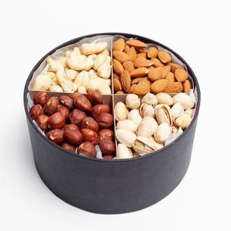 Большая подарочная коробочка на 4 ореха