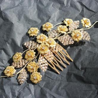 Золотой гребень с цветами в прическу невесты
