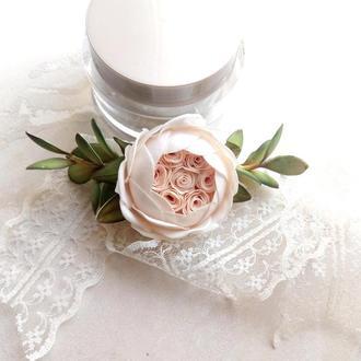 Заколка с красивой піоновидною розой