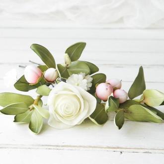 Шпильки для волос с розой айвори, зелеными листьями и цветами гипсофилы