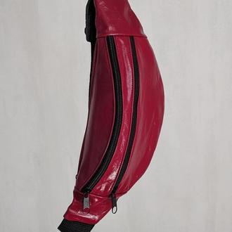 Стильная бананка натуральная кожа, сумка на пояс красная лаковая кожа