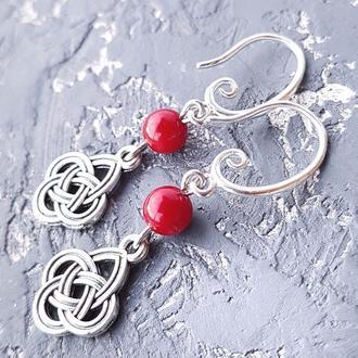 Сережки з натуральними коралами і орнаментом під вишиванку серьги с красными кораллами