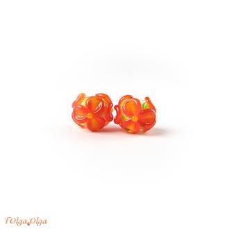 Цветы оранжевые на белом (бусины лэмпворк пара)
