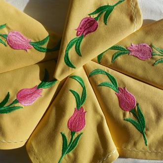 """Набор сервировочных салфеток из хлопка с вышивкой ручной работы """"Тюльпаны"""""""