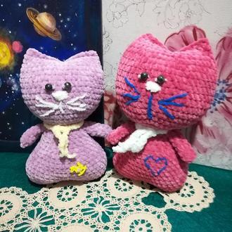 Сердечный котик мягкая игрушка вязанная, размер 26 и 24 см, антистресс, холлофайбер