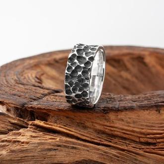 Мужское фактурное кольцо из серебра с чернением