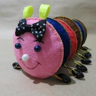 Развивающая игрушка. Гусеница из фетра.