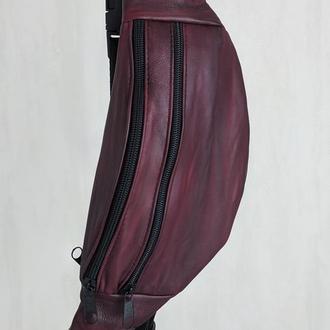 Стильная бананка натуральная кожа, модная сумка на пояс плече темно красная кожа