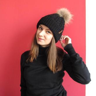 Зимняя шапка чёрного цвета из полушерсти