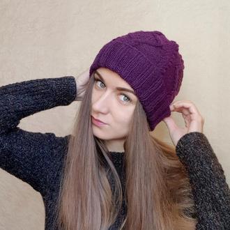 Женская шапка фиолетового цвета