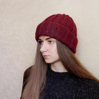 Тёплая мягенькая шапочка бордового цвета