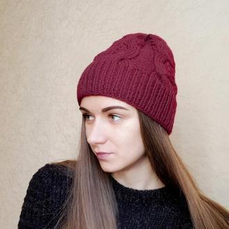 Осенняя шапка вишнёвого цвета