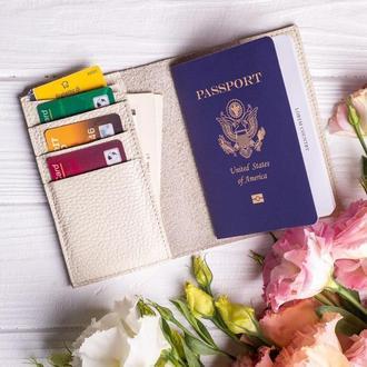 Кожаная обложка для паспорта с дополнительными отделения для карт от мастерской Hidemont