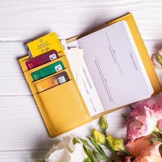 Кожаный чехол для паспорта с дополнительными отделения для карт от мастерской Hidemont