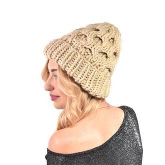 Текстурная женская шапка крупной вязки