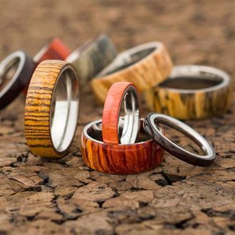 Оригинальное кольцо из металла и дерева