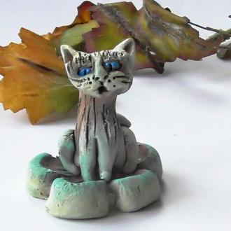 Кот фигурка фигурка кота на цветке