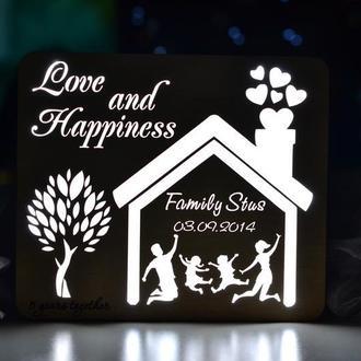 Светильник из дерева с фамилией семьи