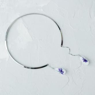 Металлическое колье ожерелье с подвесками каплями из эпоксидной смолы и сухоцветами