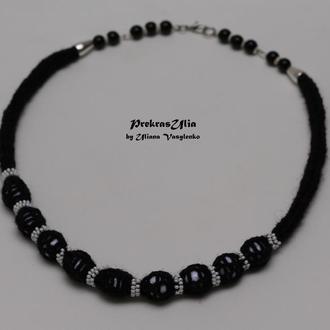 Чорне вязане намисто