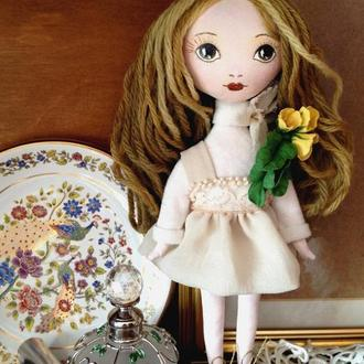 Интерьерная текстильная куколка с брошью из холодного фарфора. Алиса.