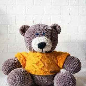 Плюшевый мишка в свитере