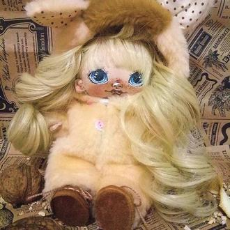 Кукла в костюме мишки с хвостиком