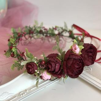 Венок с розами марсала