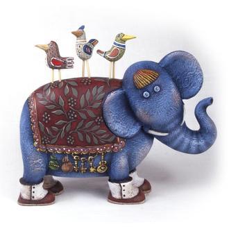 Слон и его друзья. Дерево. Скульптура. Ручная роспись.19 х высота без птиц 15 ,с птицами 18,5 см