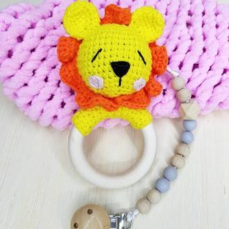 Лев, погремушка, львенок
