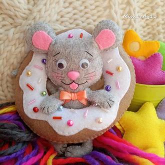 Мышка в пончике. Символ 2020 года