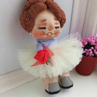 Кукла Смешинка с алой розой
