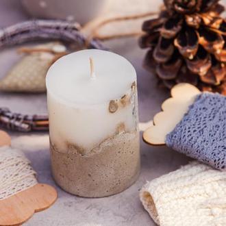 Свічка з бетоном із соєвим воском.