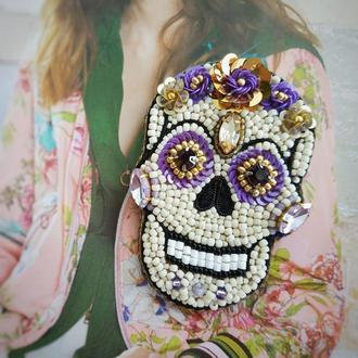 Брошь Череп Калавера из бисера фиолетовая вышитая для Хеллоуина. Габриэлла