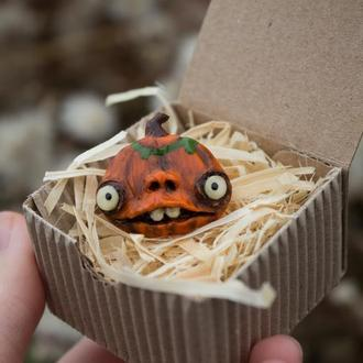 Осенняя брошь тыква, брошь монстрик, брошь тыква, подарок на хеллоуин