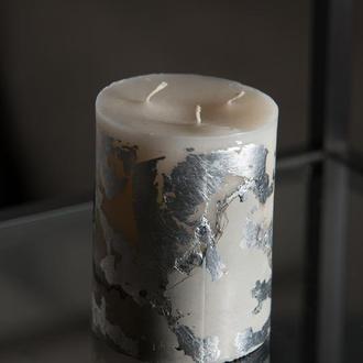 Свічка на бетоні із срібнами вставками