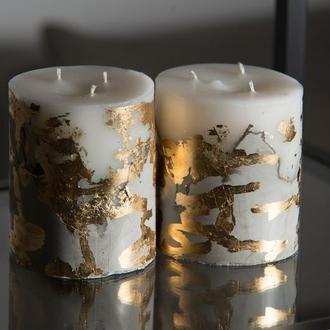 Свеча на бетоне с золотыми вставками