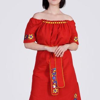 Платье из льна с крупными стеклянными бусинами, красное