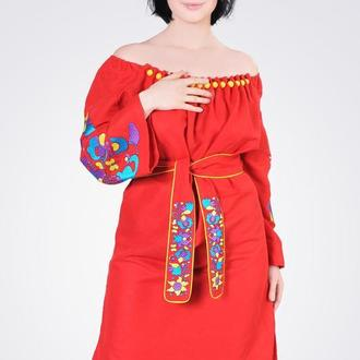 Платье-вышиванка с большими стеклянными бусинами, красный лен