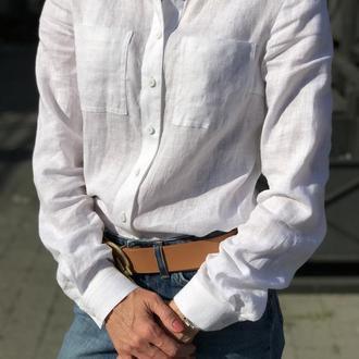 Біла сорочка з коміром та кишенями